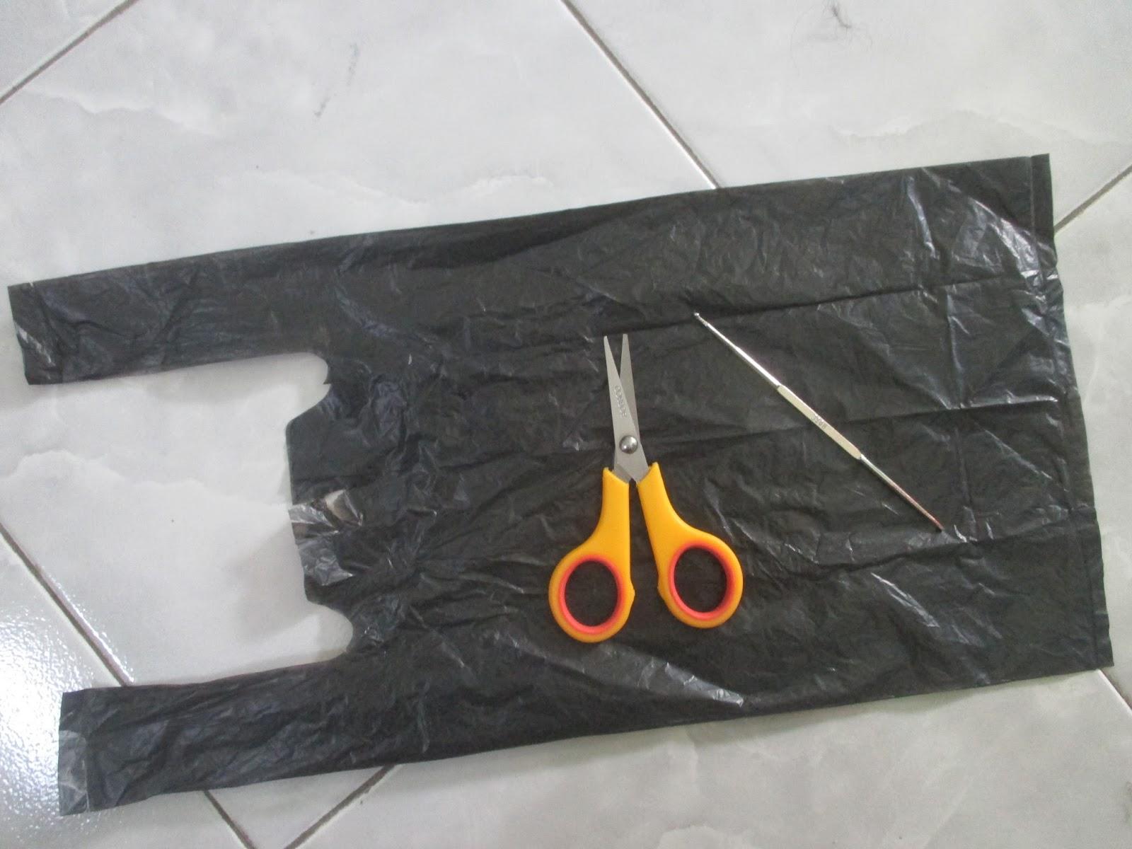 gunting dan tas plastik