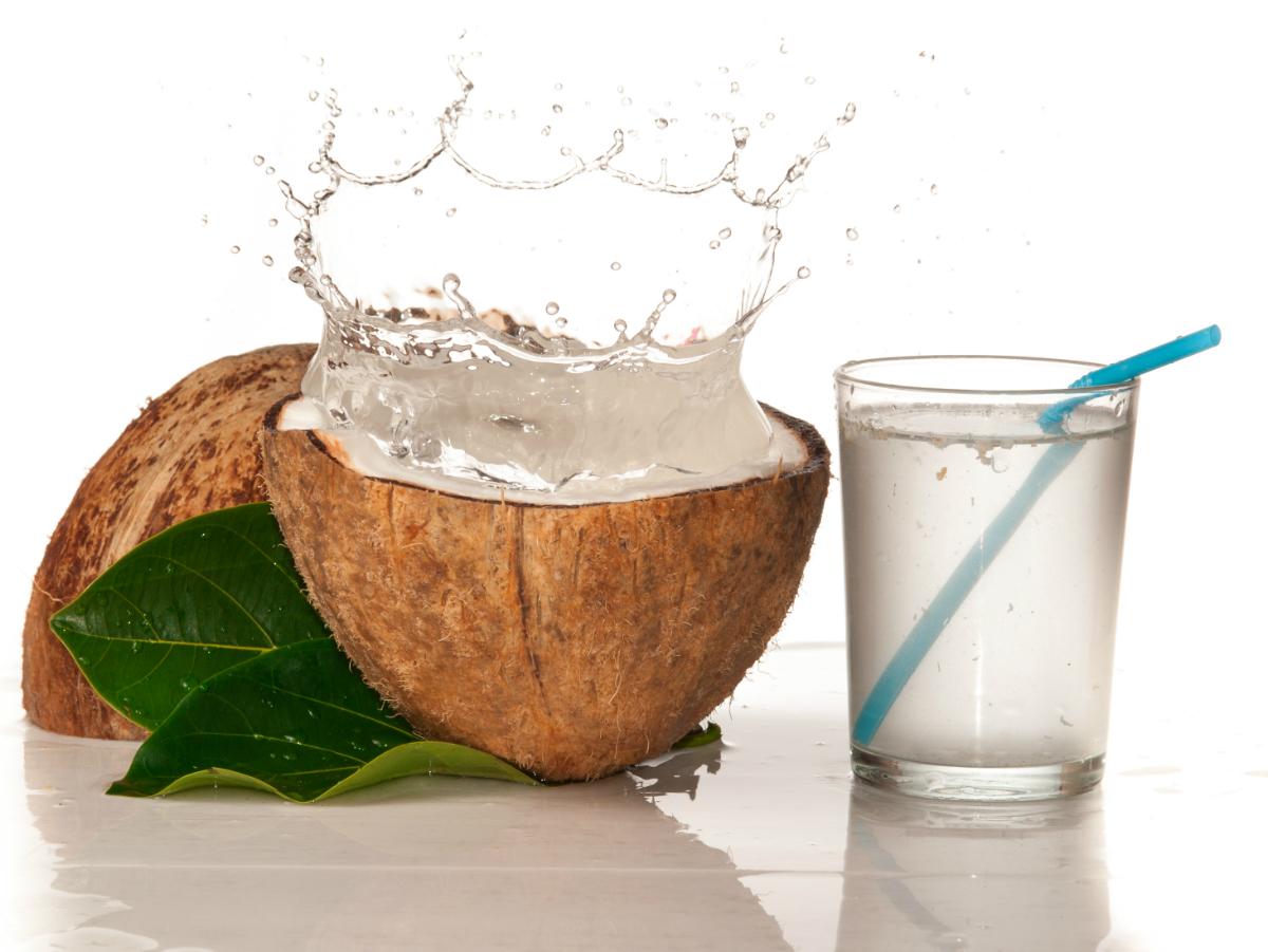 Manfaat air kelapa muda bagi kesehatan adalah baik untuk tubuh